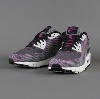 9f6e8110ef865 Nike sprudelt zurzeit so richtig vor Innovation. Nach den Roshe Modellen  folgte die Lunar Sohle